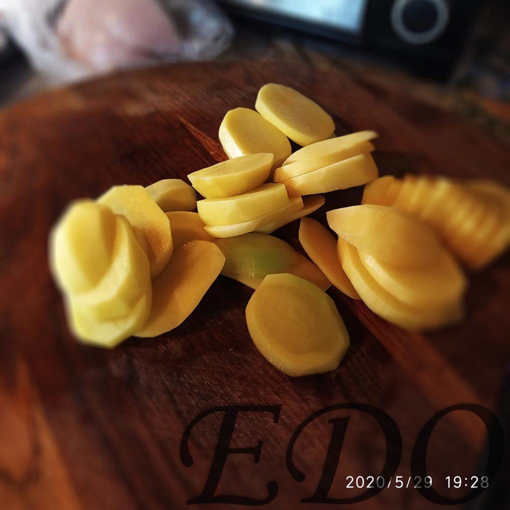 Горячий картофельный бутик с сыром и помидоркой за 10 минуток