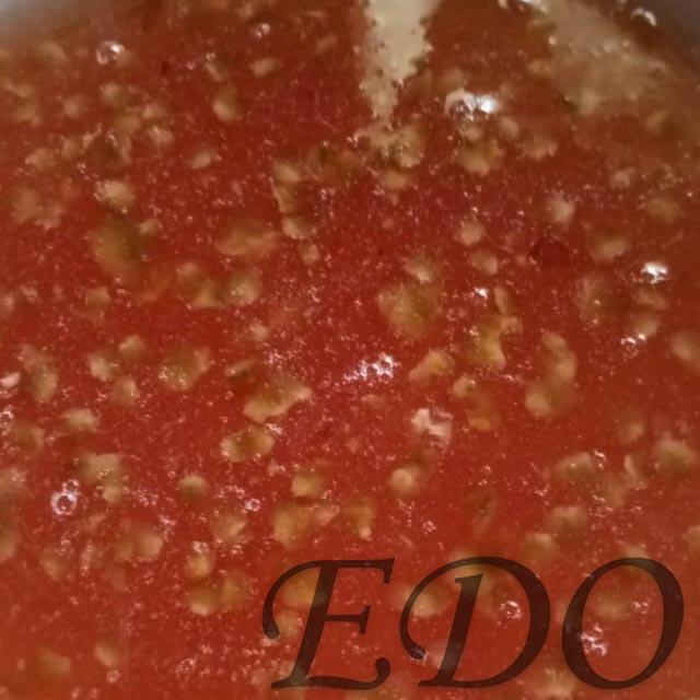 Еловый сироп с чешуйками шишек