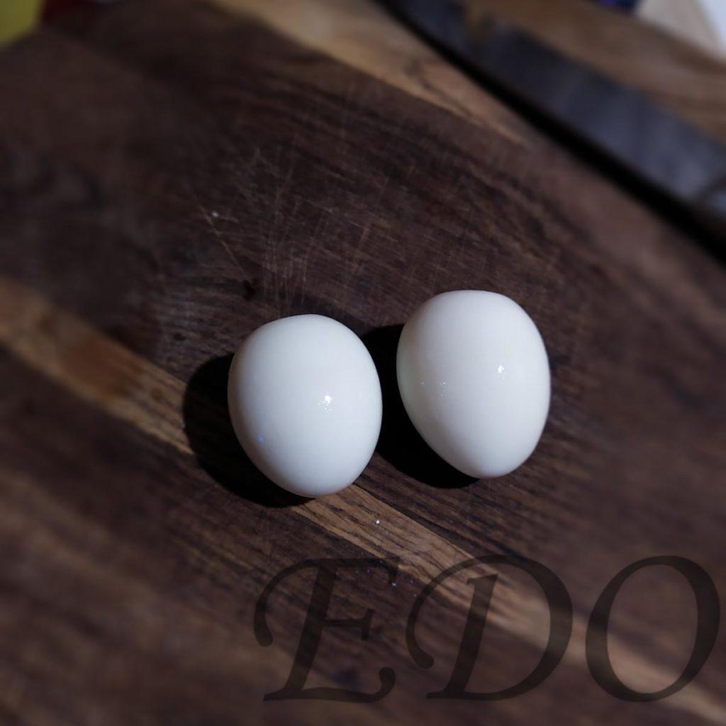 Вареные яйца в скорлупе для окрошки