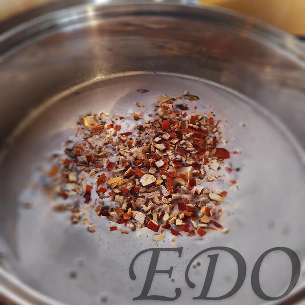Цукаты для варенья из еловых шишек