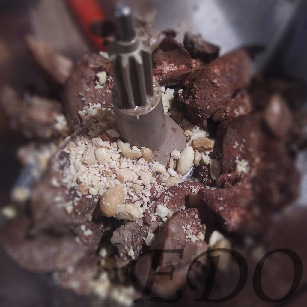 Куриная печень с арахисом