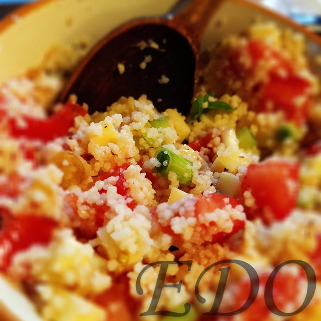 Салат из кускуса и помидорки