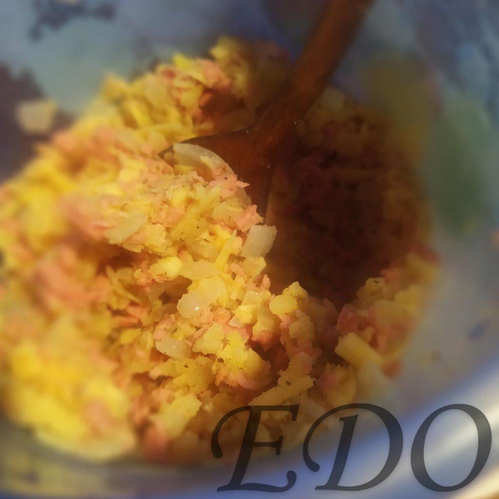 Смесь для начинки блинов: сосисочно-картофельно-сырная с луком