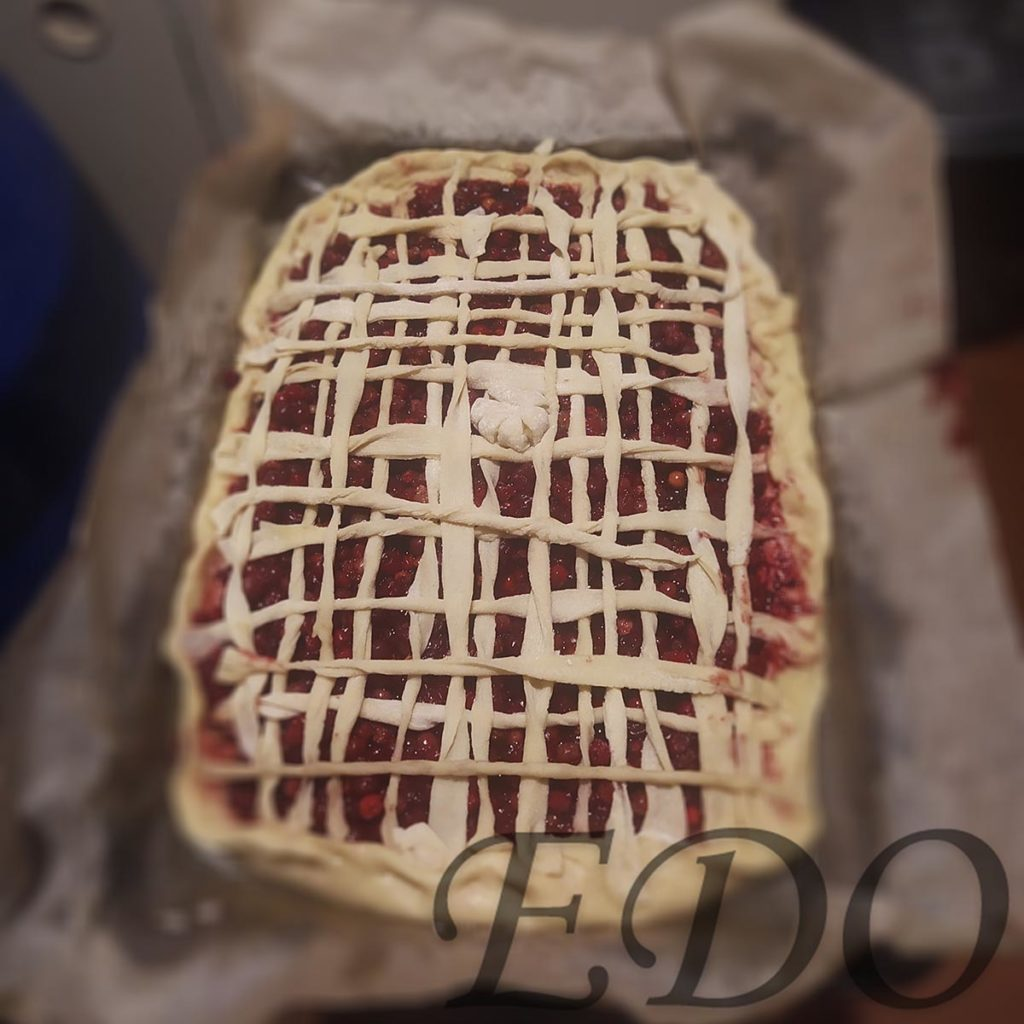 Пирог бруснично-маковый «Плетёнка» украшения раз