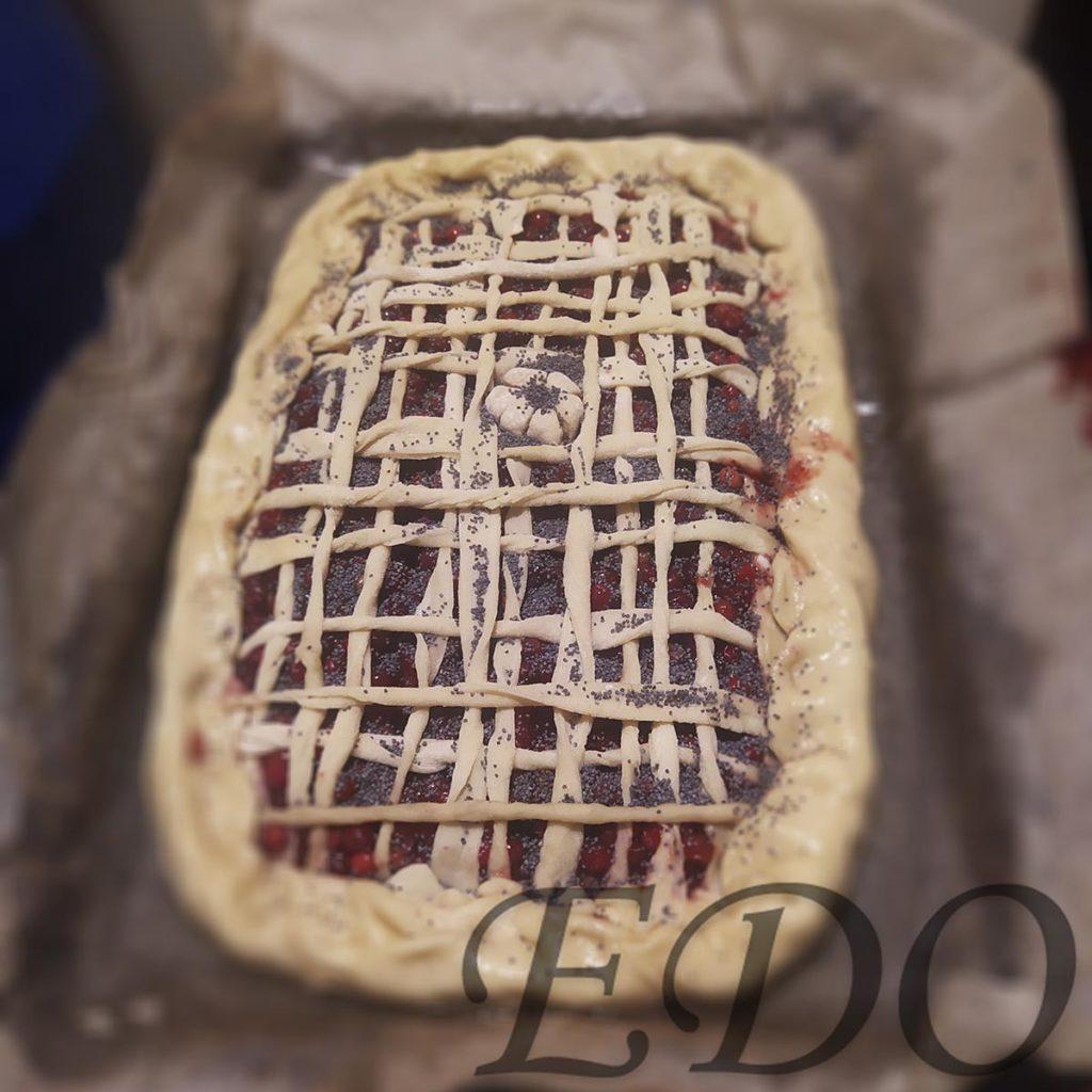 Пирог бруснично-маковый «Плетёнка» украшения два