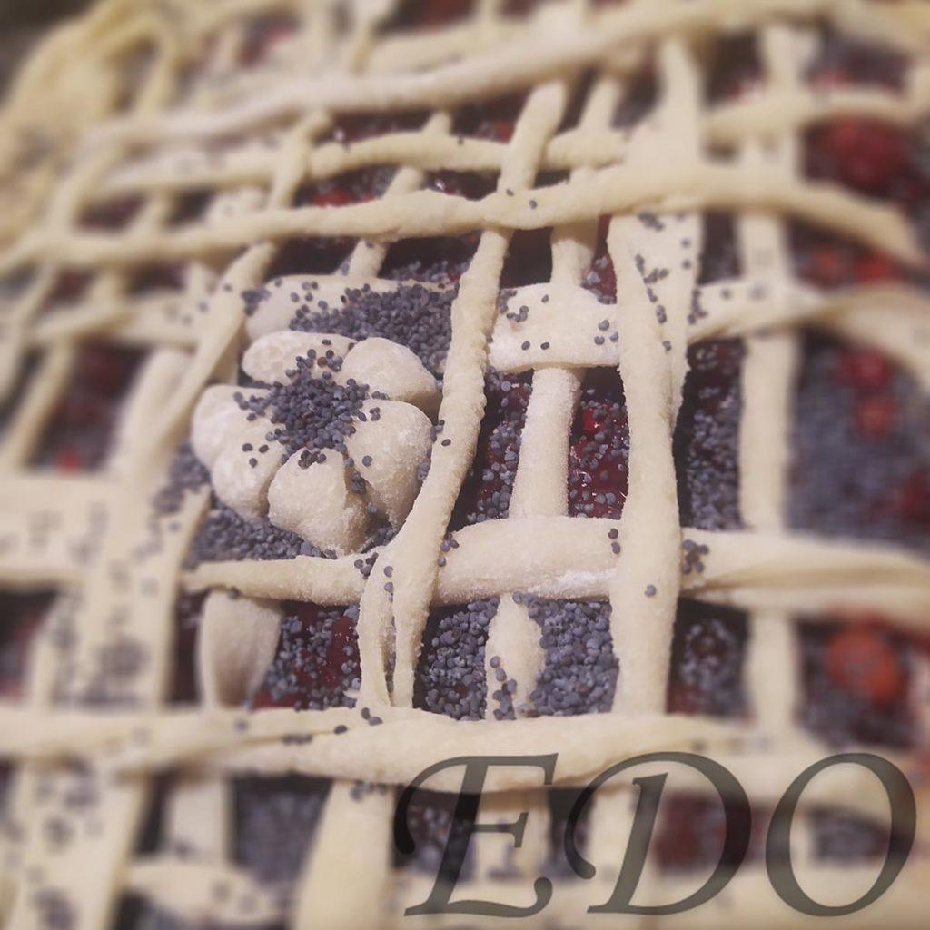 Пирог бруснично-маковый «Плетёнка» украшения три