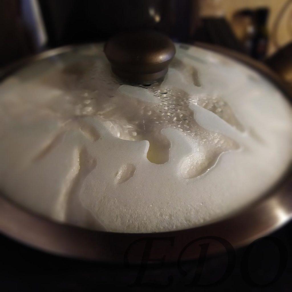 Десерт «Желто-белая сладость» под крышкой