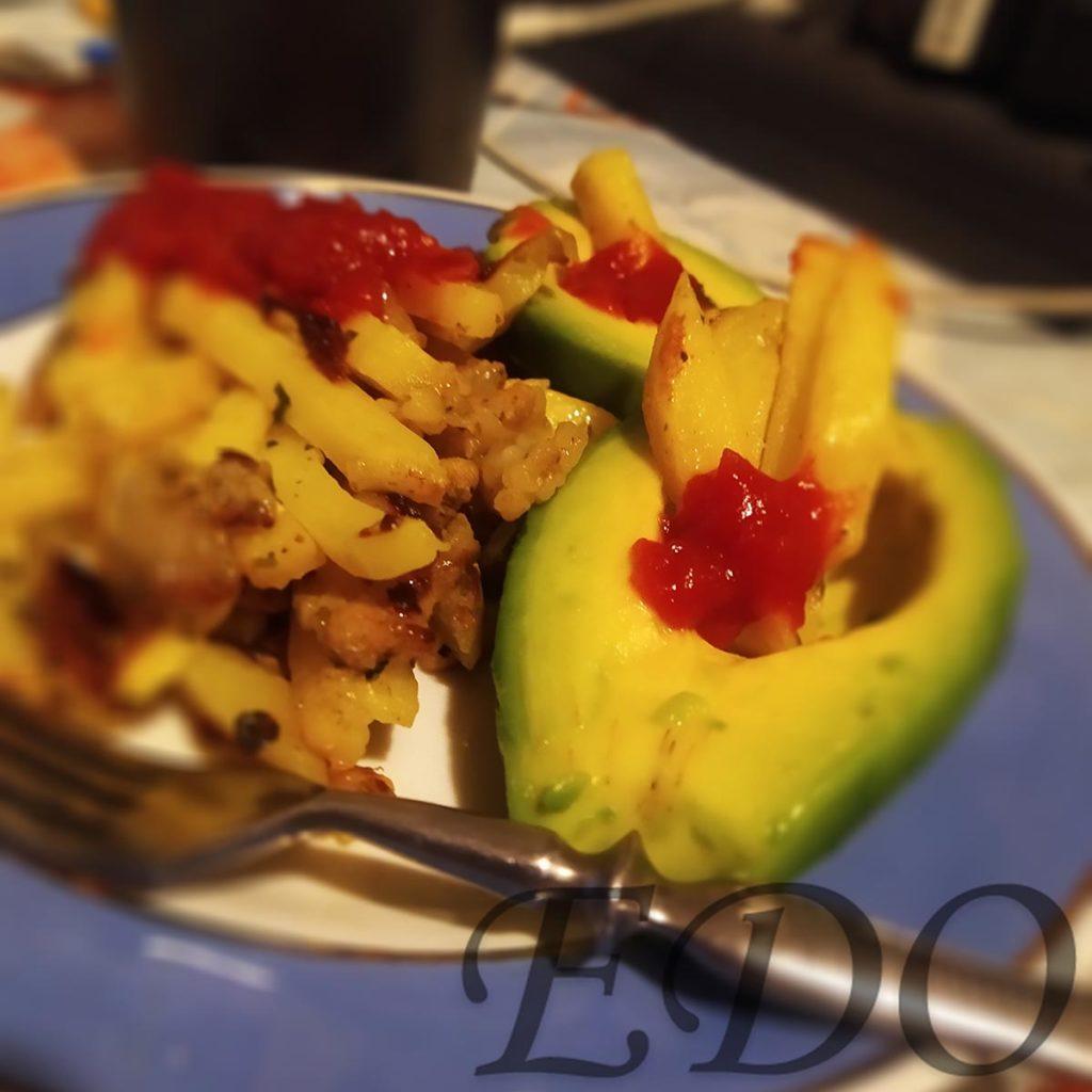 «Авокадо картошка» на тарелке красиво