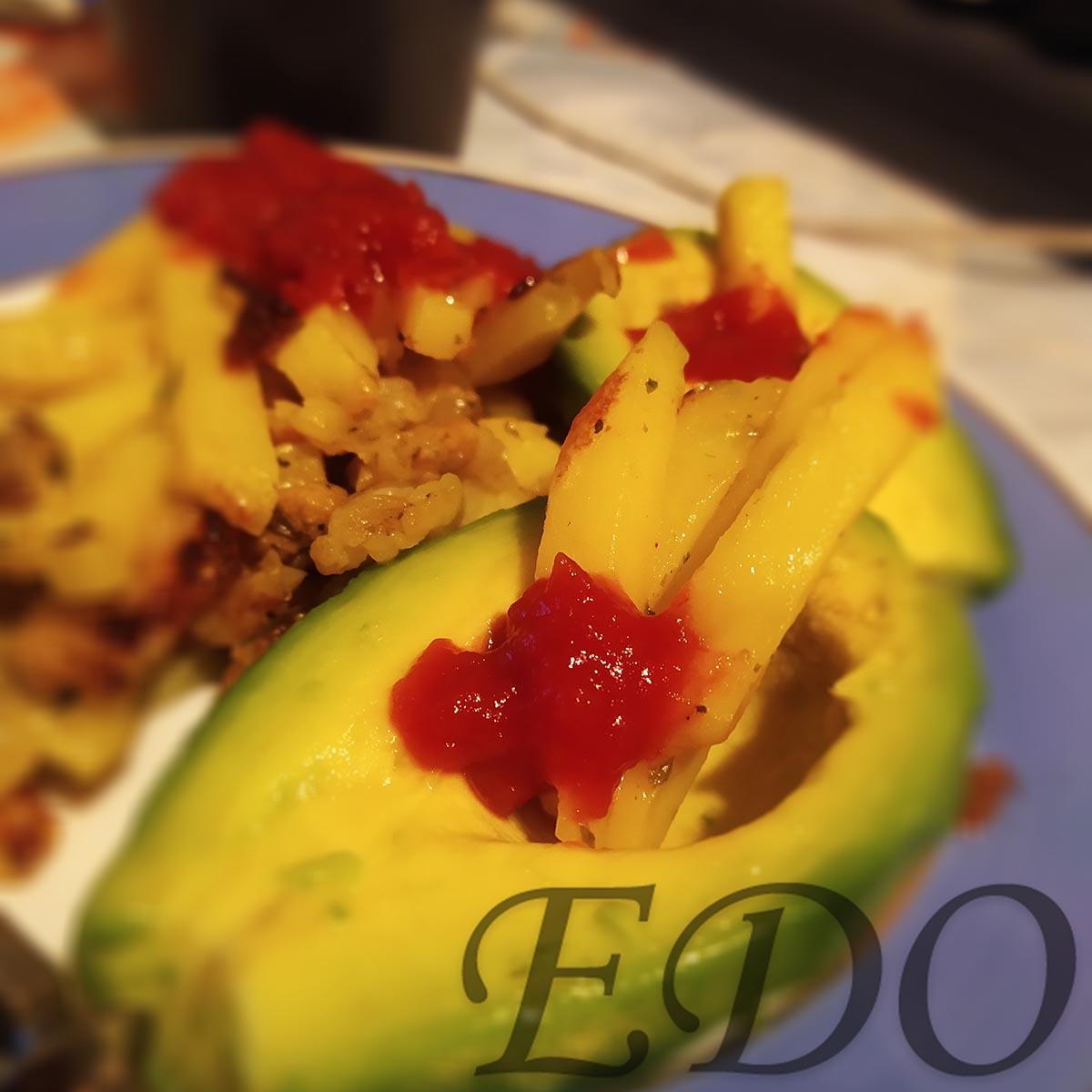 «Авокадо картошка» на тарелке вкусно