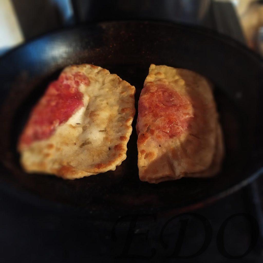 Простые чебуреки «Капустники» на сковороде