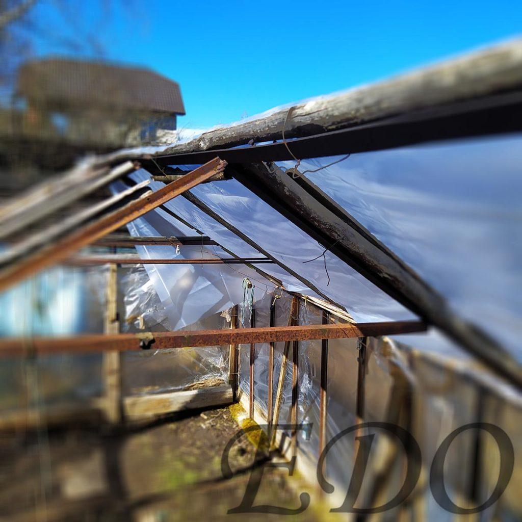 Крыша у теплицы