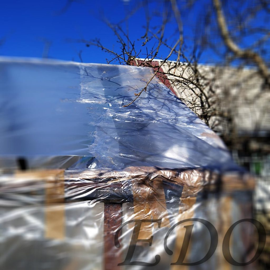 Крыша у теплицы пленки не хватило