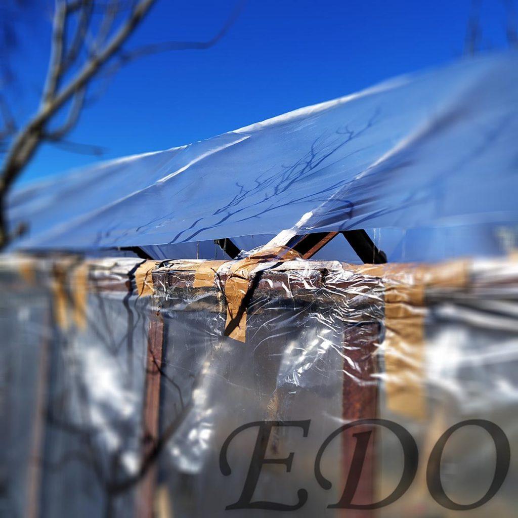 Крыша у теплицы пленки не хватило по бокам