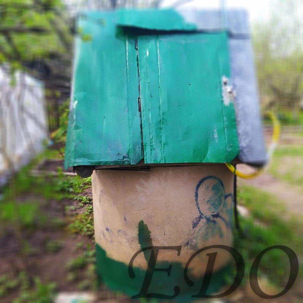 Колодец на даче покраска